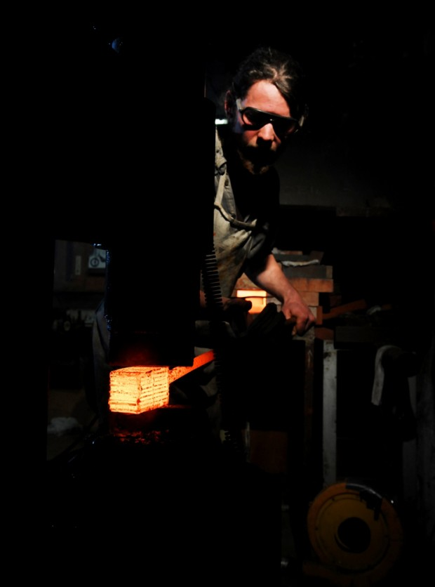 forging damascus